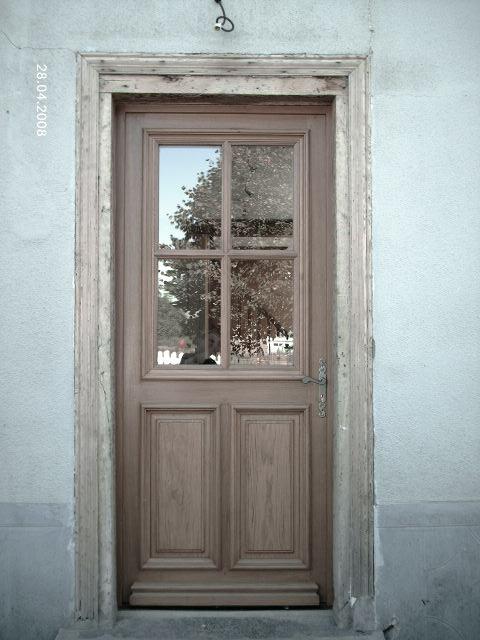 Porte d'entrée en chene vitrée moulure grand cadre droite