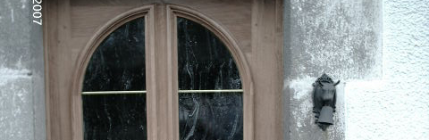 Installation de porte d'entrée dans le Cantal